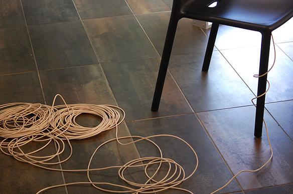 """Installation """"Das unerträgliche Laut"""" von Lale Rodgarkia-Dara. esc medien kunst labor. Foto: Bettina Landl"""