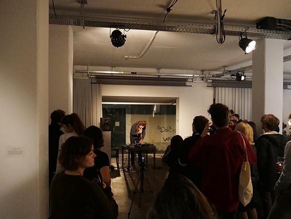 15.12.2015 Lese-Performance von Max Höfler. esc medien kunst labor. Foto: Peter Venus