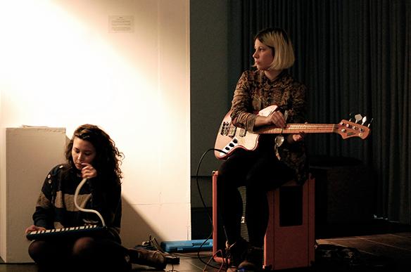 18.12.2015 Konzert: Susanne Schwarz, Benjamin Klug und das Lärm Orchester. esc medien kunst labor. Foto: Bettina Landl