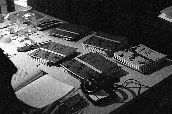 tortuga-Tisch mit Lärm-Heften